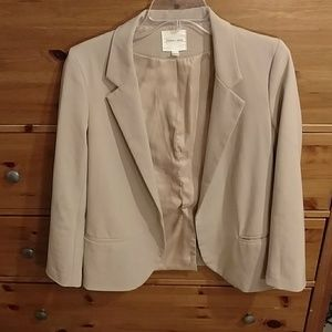 UO Silence and noise small beige blazer 👚